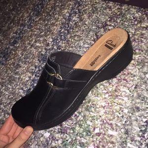 Women's Clark's black leather mules
